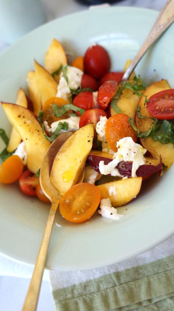 mozzarella nectarine salad // kitchenblend
