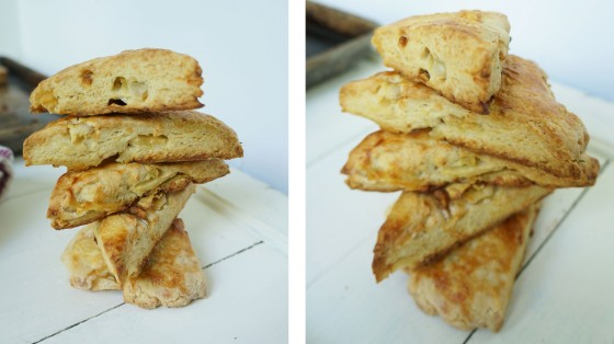 apple cheddar rosemary scones // kitchenblend